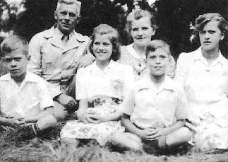 Bartsch family (Anna in back)