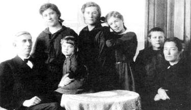 B. B. Janz and family, 1925.